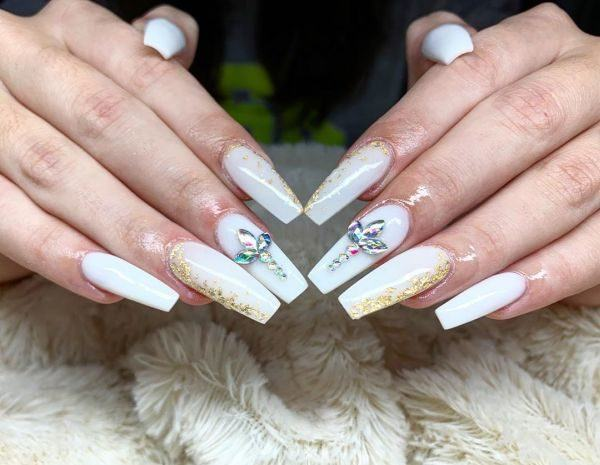 unas-acrilicas-pan-de-oro-y-blanco-lady-nails-instagram