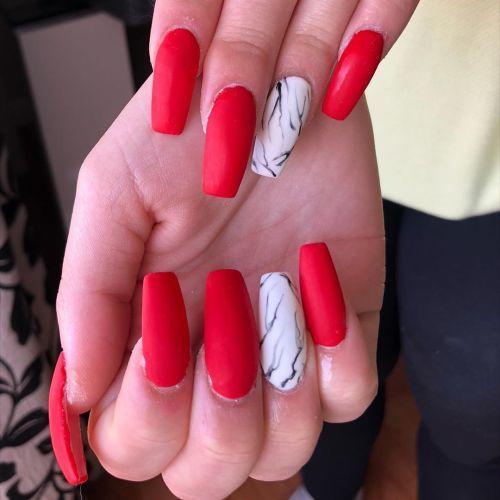 como-quitar-unas-de-gel-en-casa-formas-rojo-y-blanco-con-adornos-instagram-chocolats-nails