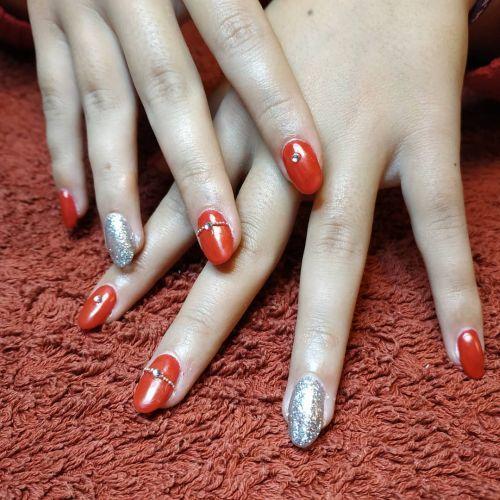 decoracion-de-unas-para-novias-plata-rojas-instagram-adrian-nail-studio