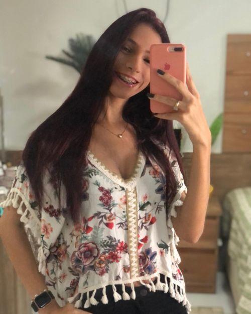 Mujer selfie a su melena