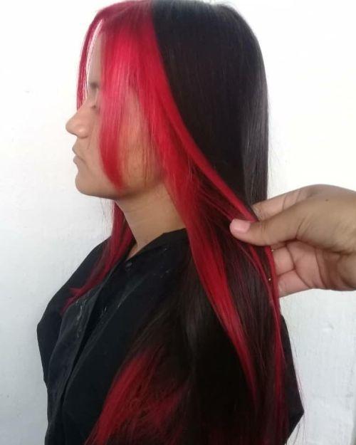 Mujer pelo largo flequillo rojo