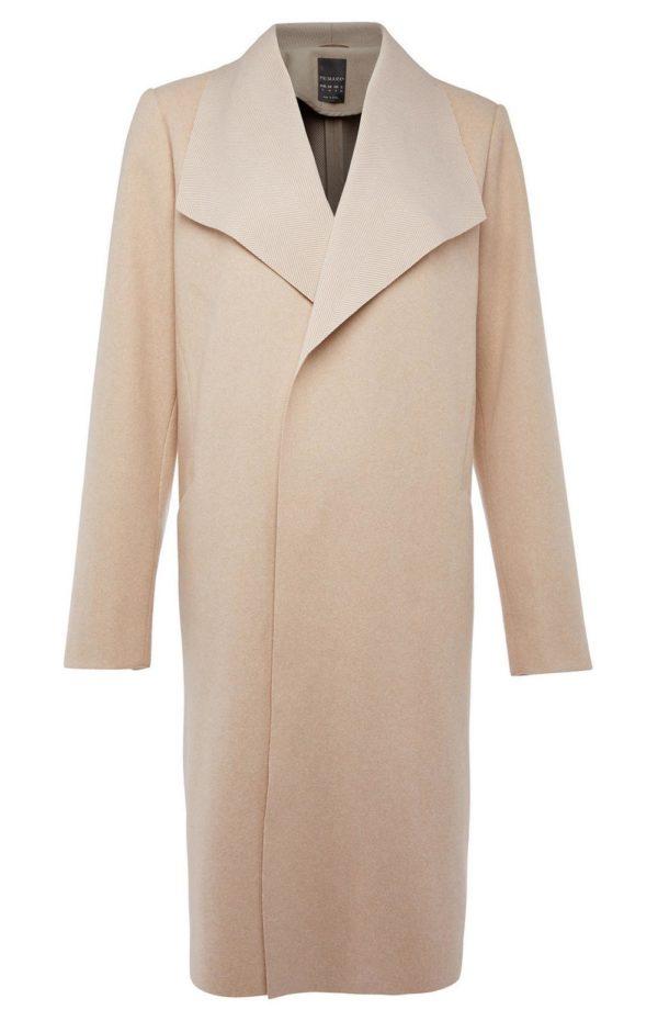 Catalogo de primark enero 2021 abrigo vestir beige