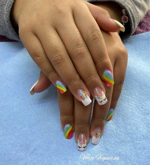 Uñas de arcoiris y unicornios