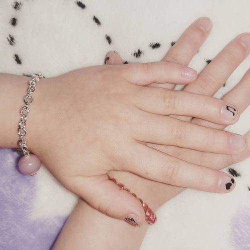Uñas de niñas decoradas