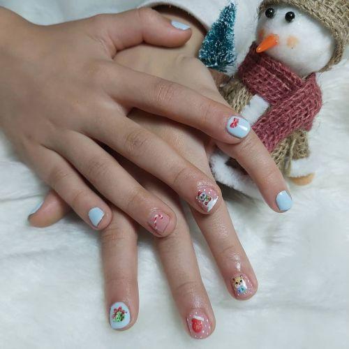 Uñas de niña decoradas para Navidad