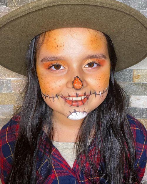 Maquillaje de espantapájaros para niña