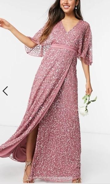 Vestido de dama de honor rosa con lentejuelas doradas