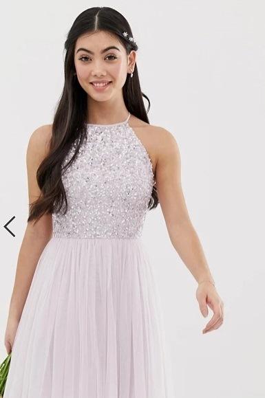 Vestido de dama de honor corto, en lila