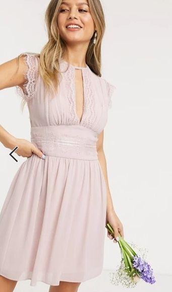 Vestido de dama de honor corto en rosa