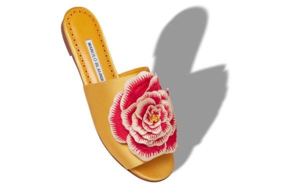Catalogo manolo blanik otoño invierno 2021 2022 sandalias rosa flat bordado rosa