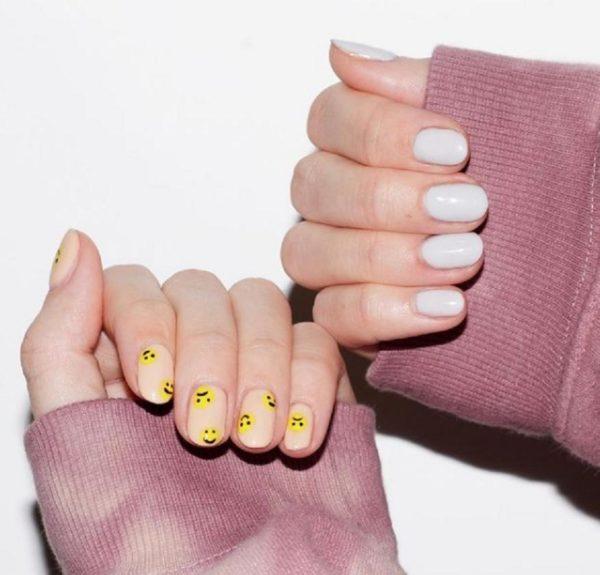 Diseño uñas de gel 2021 uñas smiley base neutra