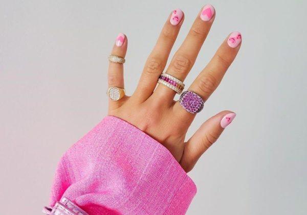 Diseño uñas de gel 2021 uñas smiley rosa