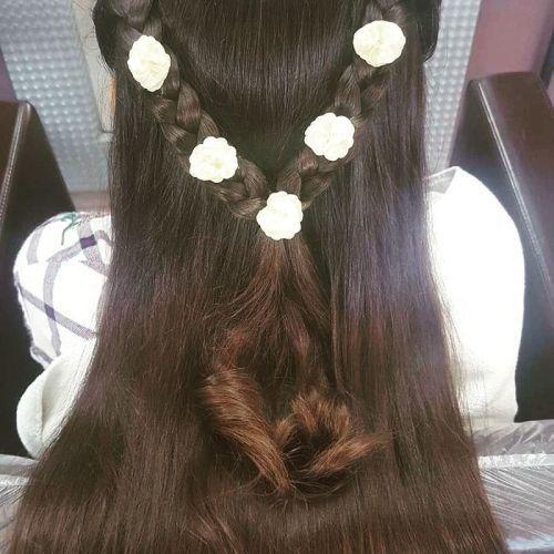 Peinado de comunión trenzas unidas y flores