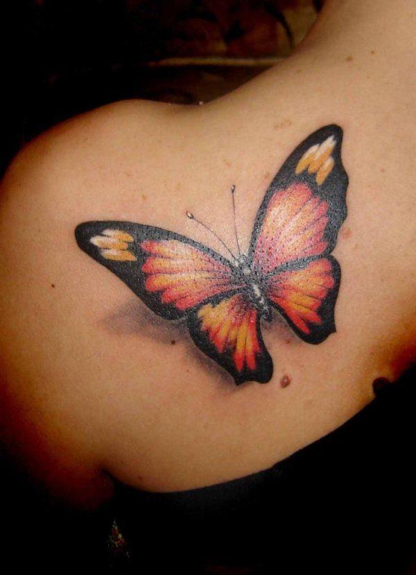 Tatuajes en la espalda diseño mariposas color