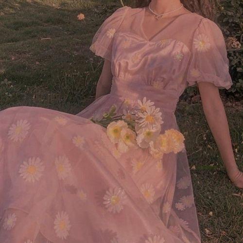 Vestido de seda con margaritas estilo Grandmacore