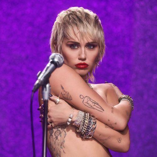 Miley Cyrus bob con flequillo