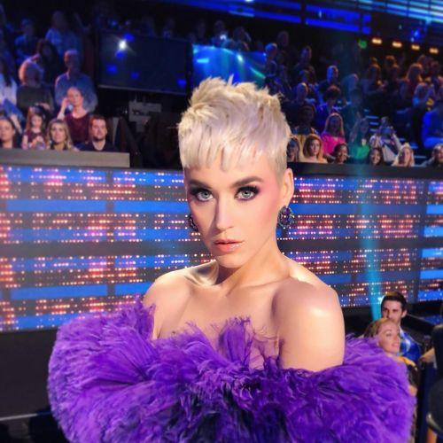 Katy Perry rapado con volumen