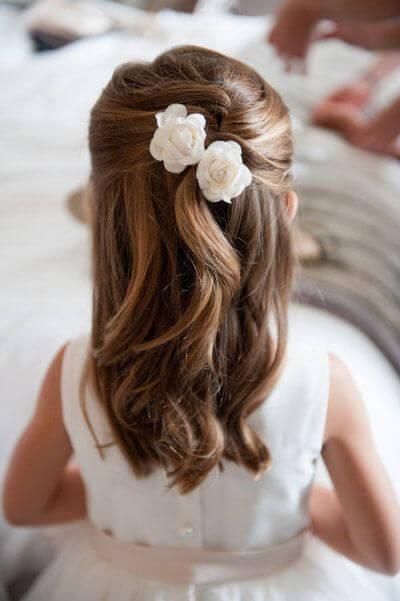 Peinados comunion flores semirecogido