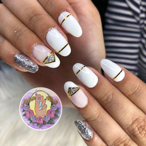 Uñas blancas con decoraciones