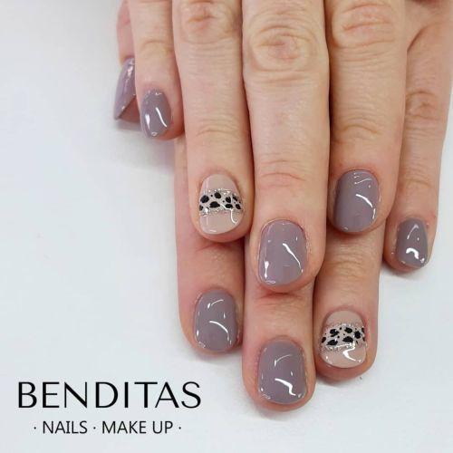 Uñas color gris con animal print