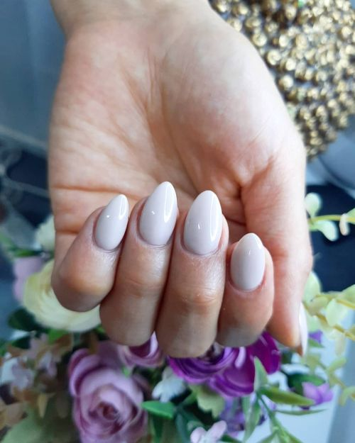 Uñas blancas con brillo