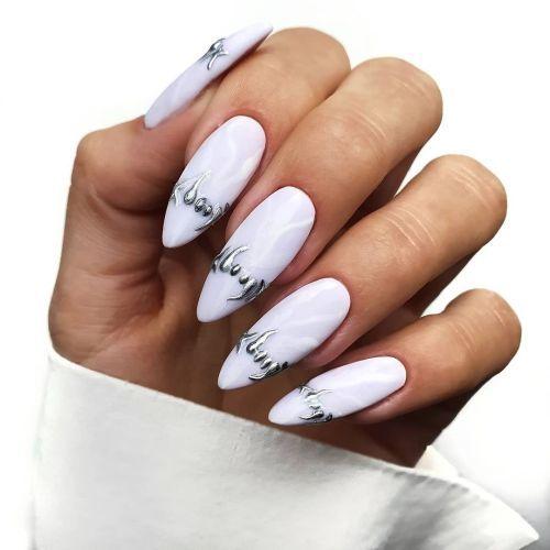 Uñas blancas muy largas con llama de plata