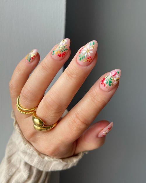 Uñas beige con flores de colores