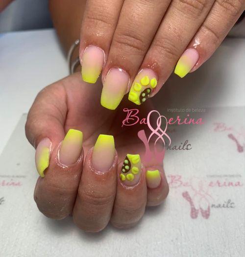 Uñas de gel ballerinas en amarillo