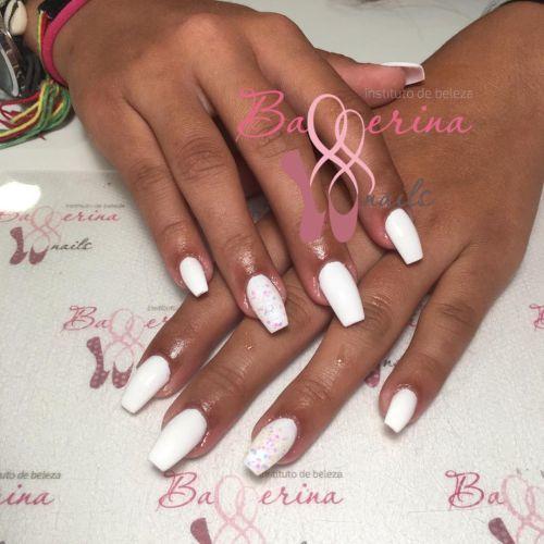 Uñas de gel ballerinas en blanco