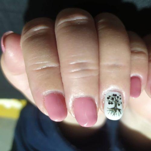 Uñas de gel rosas con blanca