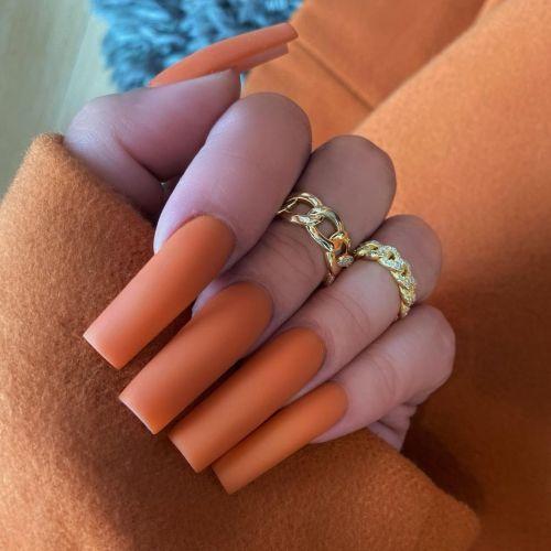 Uñas de porcelana color melocotón