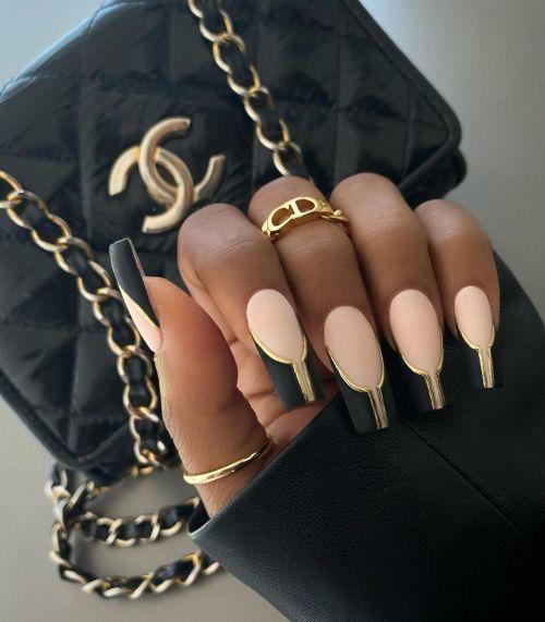 Uñas de porcelana negro con dorado y pastel