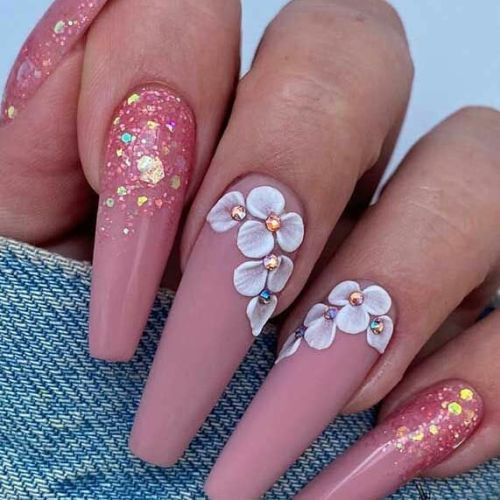 Uñas de porcelana nail art rosas con flores