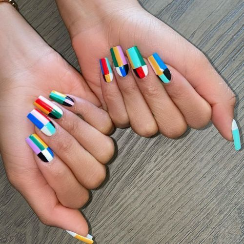 Uñas de porcelana de colores a cuadros