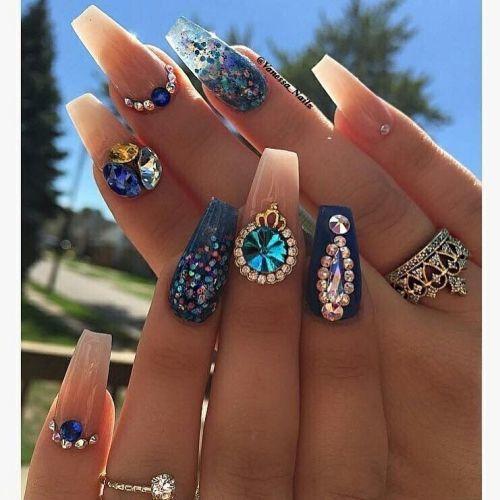 Uñas de porcelana con piedras
