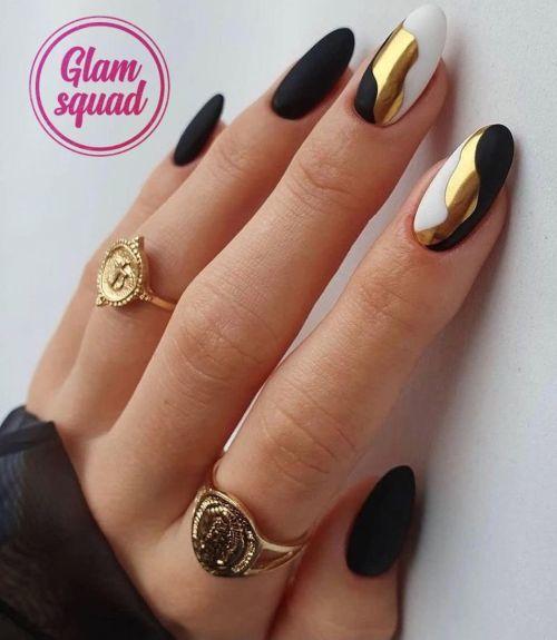 Negro, blanco y dorado en manicura