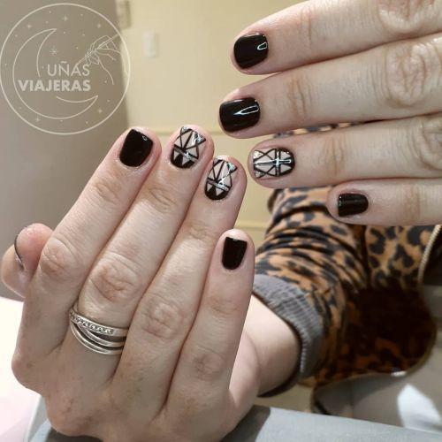 Uñas negras cortas con blanco