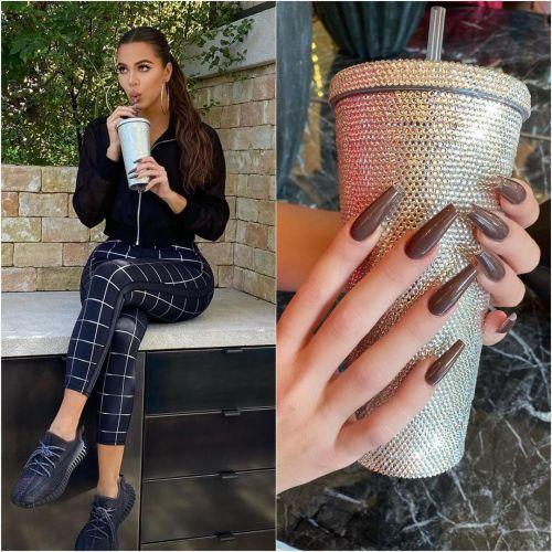 Khloé Kardashian uñas marrones