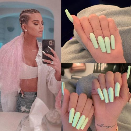 Khloé Kardashian uñas azul celeste mate