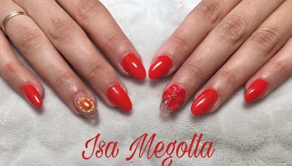 Uñas rojas con flor