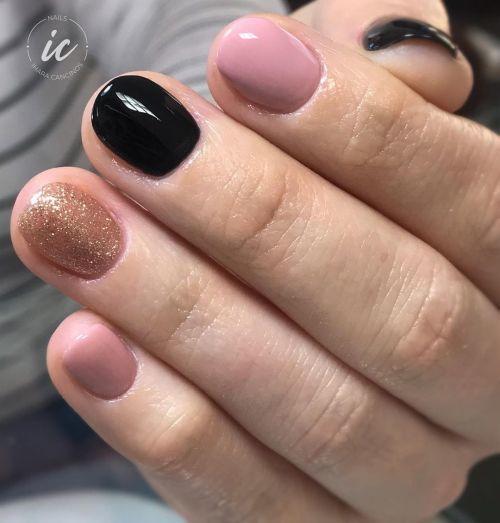 Uñas combinadas de dorado, rosa y negro
