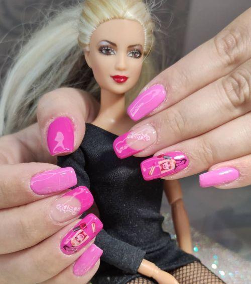 Uñas moradas Barbie