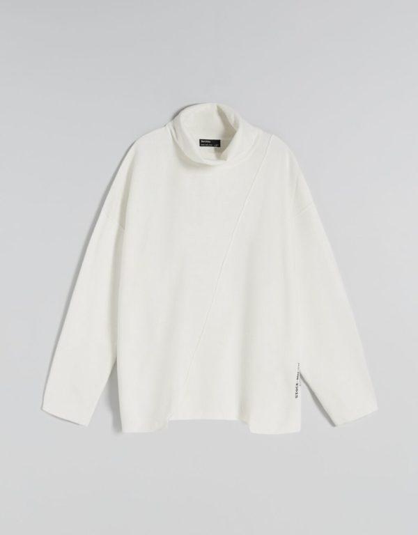 Catalogo bershka para mujer otoño invierno 2021 2022 JERSEIS modelo cuello asimetrico blanco