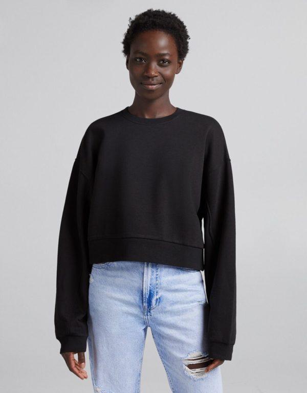 Catalogo bershka para mujer otoño invierno 2021 2022 SUDADERAS modelo negra