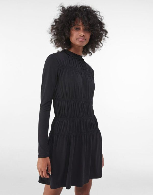 Catalogo bershka para mujer otoño invierno 2021 2022 VESTIDOS modelo babydoll negro