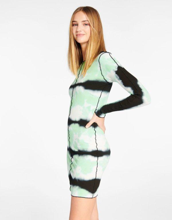 Catalogo bershka para mujer otoño invierno 2021 2022 VESTIDOS modelo tie dye