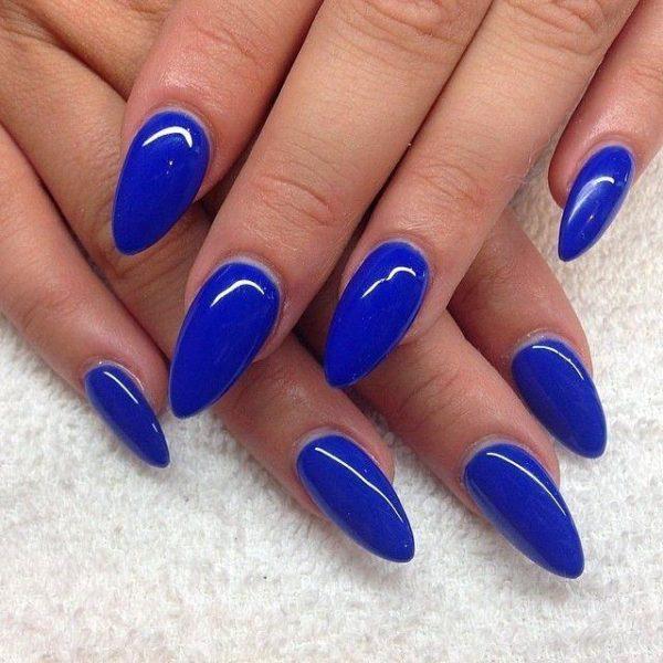 Uñas almendradas 2022 uñas azul marino