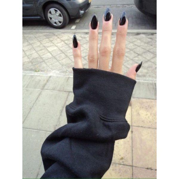 Uñas almendradas 2022 uñas en negro