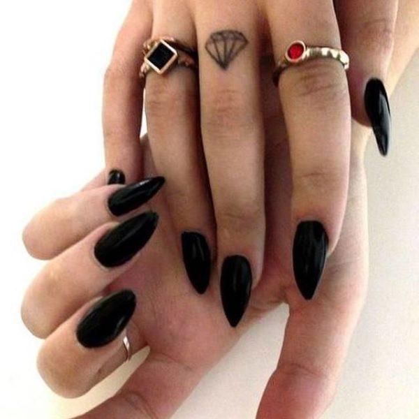 Uñas almendradas 2022 uñas negras brillanes