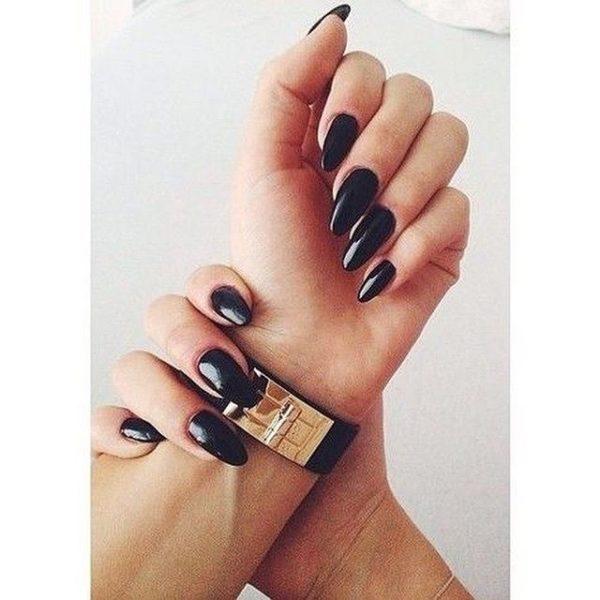 Uñas almendradas 2022 uñas negro
